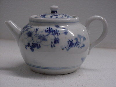 ANTIQUE CHINESE or JAPANESE? BLUE & WHITE PAINTED PORCELAIN TEAPOT, EXCELLENT
