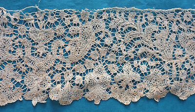 Fragment antique 18th c Milanese bobbin lace border