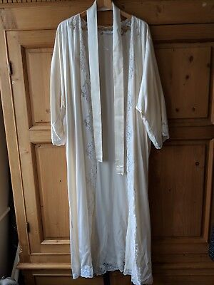 Vintage silk dressing gown , perfect for a pre wedding gift . Beautiful item .