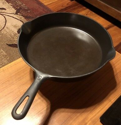 Antique Griswold no 9 Cast Iron frying pan Small Logo