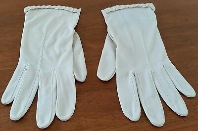 Vintage 60s FINELON Nylon BEIGE Scalloped Embroidered Short Day GLOVES size 7