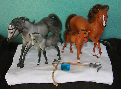 (4) Grand Champion Plastic Horses Gray & Sorrel Stallions & Foals Rake & Brush