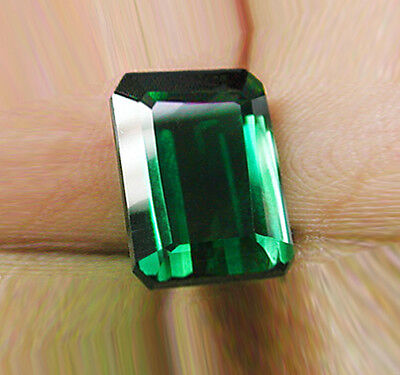 Absolutel High - End! Natural Earth Mined Emerald Certified No Reserve