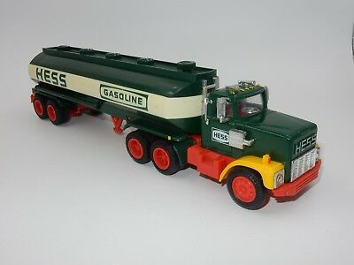 Vintage 1984 Hess Gasoline 18 Wheeler Tractor Trailer Toy Truck Bank