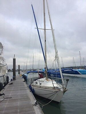 30 foot sailing sloop yacht with new engine.