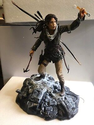 NEW Boxed LARA CROFT Statue * RISE OF THE TOMB RAIDER Collectors Edition Figure