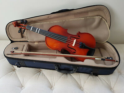 Suzuki Violin 1/2 Size Includes Bow and Carry Case