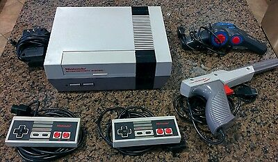 [NES] Nintendo Entertainment System Console/Controllers/Zapper/4 Games - *USED*