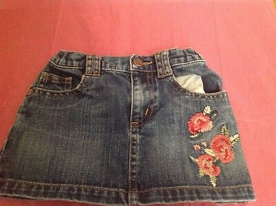 Baby Gap Girls Floral Embroidered Denim Skirt. Size 2T Excellent Condition.