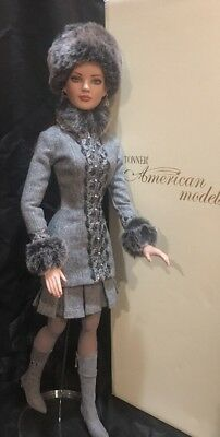 """ROBERT TONNER 22"""" AMERICAN MODEL LADY LUXE DOLL with OUTFIT in BOX. Very Limited"""