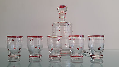 Vintage Decanter And 5 Glasses. No Chips In Good Order.