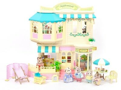 *fistuff* Sylvanian Families BOXED Decorated Applewood Store Pippins Cafe Bundle