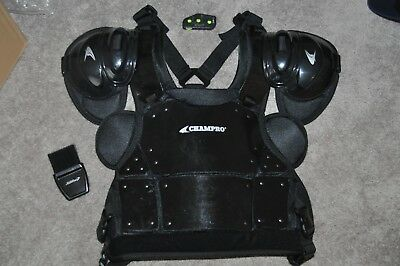 Set Of Umpire Gear In Excellent Condition