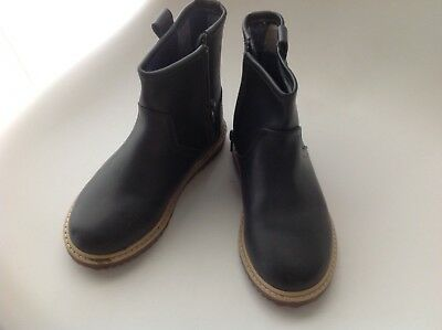Country Road kids leather ankle boots, near new - Size 29