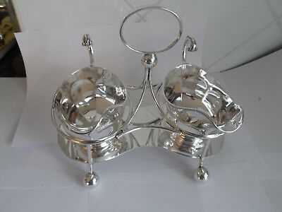 Vintage Pair Silver Plate Sauce / Gravy Boats On Stand - Walker & Hall -Gleaming