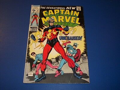 Captain Marvel #17 Great Cover 1st Red Costume Key Captain America Wow VG-