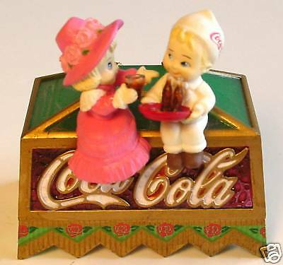 COCA-COLA ORNAMENT Soda Fountain Jerk Tiffany Lamp Coke Light-up Enesco 1995 NOS