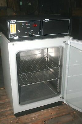 NuAire NU-1500 AutoFlow CO2 Water Jacketed Incubator 110V, 60Hz, 550W