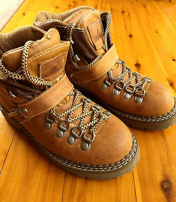 Colorado Women Leather Lace Up Hiking Boots in Excellent Pre-Owned Condition