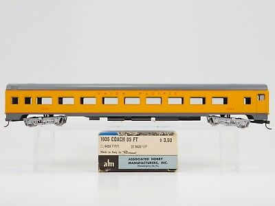 HO Scale ahm Rivarossi 6433 UP Union Pacific Smooth Side Coach Passenger #2004