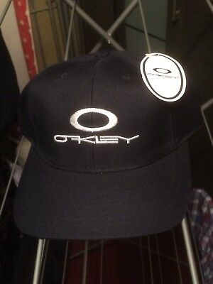 BNWT Oakley cap,one size fits all, Minor Fault