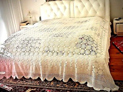 Elegant Vintage Style 3D  Flowers  Hand Crocheted  White Cotton  Bedspread