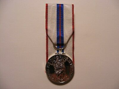 Queens Silver Jubilee Medal Court Mounted QSJM Full Size 1977