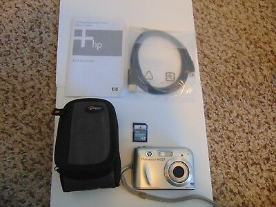 HP PhotoSmart M537 6.0MP Digital Camera - Silver with accessories