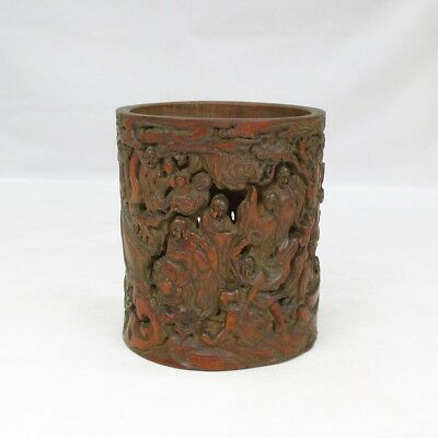 B895: Chinese bamboo brush pot with very good sculpture and taste