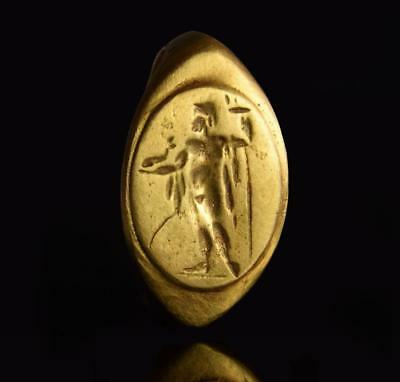 Roman solid gold ring with Neptune: 2nd-3rd century AD.