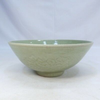 D068: Chinese bowl of old blue porcelain of appropriate tone and pattern.