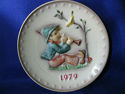 "M.I. Hummel Goebel 9th Annual Plate 1979 ""Singing Lessons"""