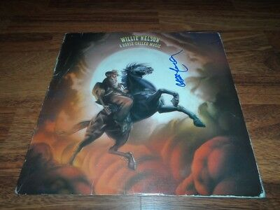 WILLIE NELSON authentic signed vinyl album COUNTRY LEGEND...A HORSE CALLED MUSIC