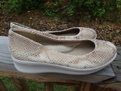New Easy spirit Ladies anti-gravity shoes size 7 wide width