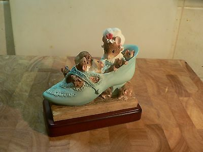 Border Fine Arts The old woman who lived in a shoe
