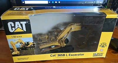 Norscot Cat 365B L Series Diecast Excavator 1:50 mint condition model with box
