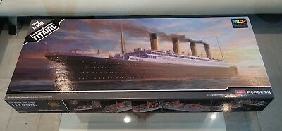 Academy 14215 Titanic 1:400 + Artwox AW50031 deck + Toms Modelworks PE