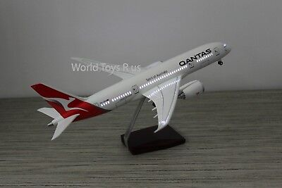 43cm QANTAS Dream liner Scale 1:130  BOEING 787  With light and Landing Gear