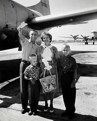 Astronaut Gus Grissom With His Family - 8X10 Nasa Photo Print
