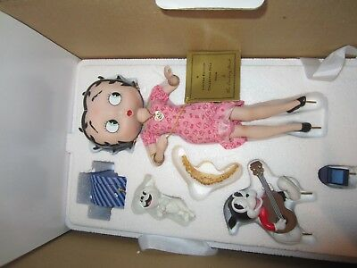 "Danbury Mint  2005 Betty Boop "" You Steal Our Hearts""  Figurine Syd Hap"