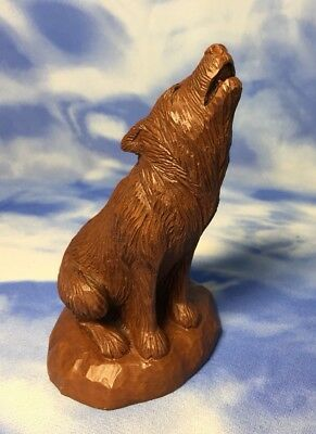 "5"" Vintage Red Mill MFG Pecan Shell Resin Howling Coyote Wolf Figurine #344 EVC"