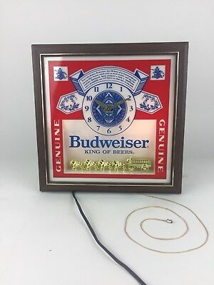 Vintage Budweiser DELUXE LABEL SIGN Lighted Wall Hanging Bar Clock Lamp #017-621