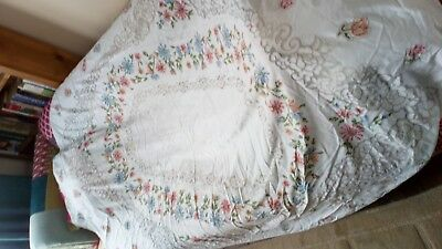 """Vintage Large OVAL White Cotton Patterned Lace Table Cloth, 70"""" X 63"""". FLOWERS"""