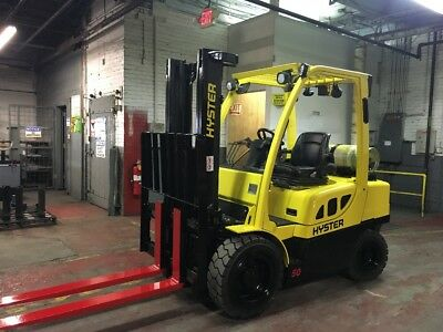 2011 Hyster 6000 LB  Pneumatic Forklift With Side Shift Double Mast