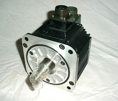 NEW Yaskawa Electric SGMGH-05ACA61 AC Servo Motor 450 Watt 1500 RPM