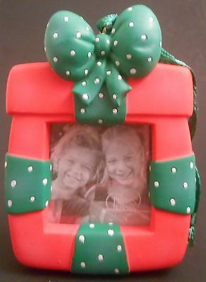 Precious Moments 2006 Christmas Package Frame Ornament 712008 Present Red Green