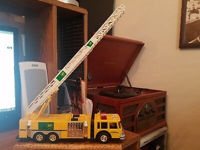 1999 Bp 1:35 Scale Model Aerial Tower Fire Truck Yellow