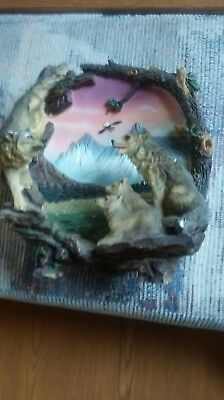 collectible wolf plate Perfect for your favorite wolf collector. New condition.