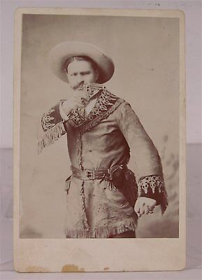1880s BUFFALO BILLS WILD WEST COWBOY PERFORMER CABINET CARD PHOTO WITH REVOLVER