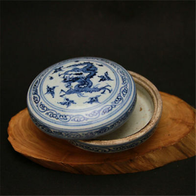 Chinese ancient Ming dynasty blue and white porcelain dragon pattern clay box